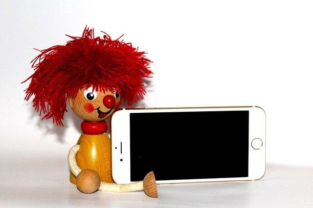 panáček s Iphonem
