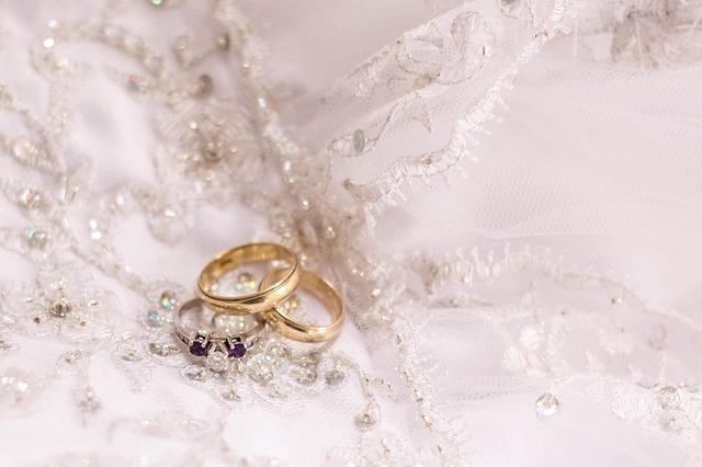 krajka, zásnubní prsten, snubní prsteny
