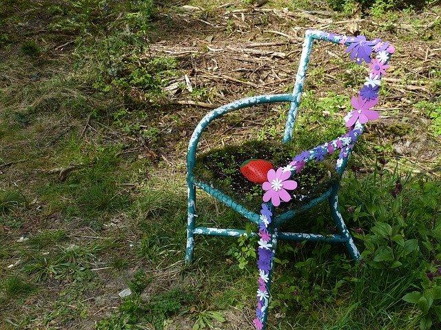 židle s kytičkami