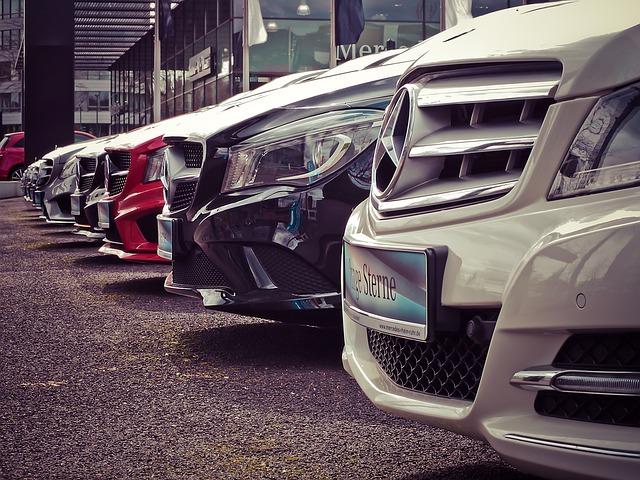 řada Mercedesů